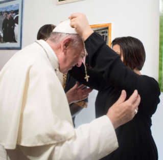 Fridays of Mercy – Pope Francis visits the young women received by the John XXIII Community